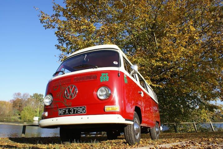 Classic VW 1970's Camper Van - Girona - 캠핑카