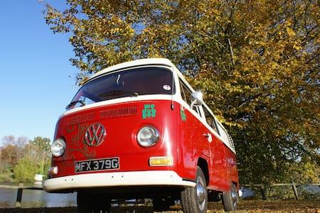 Classic VW 1970's Camper Van - Girona - Husbil/husvagn