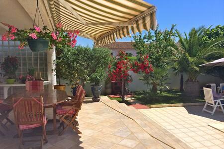 Très Belle Villa - Sud de la France - Caissargues