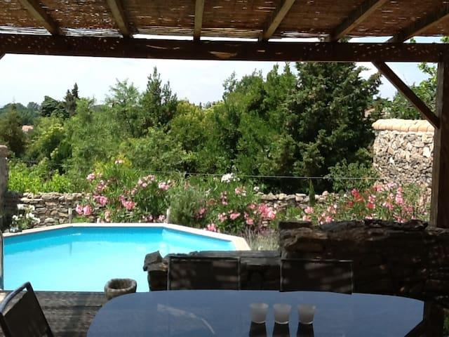 maison atypique avec vue et piscine - Saint-Couat-d'Aude - House