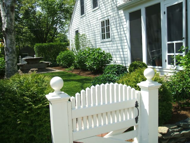 Charming Cape on historic 6A in Barnstable. - Barnstable - Haus