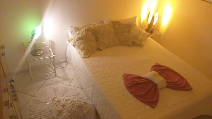 Hostel Bom  Gosto Suíte 03 azul .