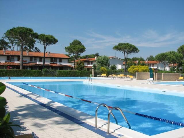 Duplex con giardino in residence con piscina