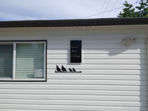 Quails Nest Cottage 1 1/2 blocks from beach Walking distance to downtown and all amenities Secure bicycle storage Beach chairs towels umbrella cooler available