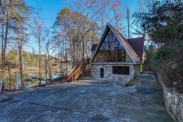 Lanier Laptime, Unconventional Lakefront Living - Gainesville - Rumah