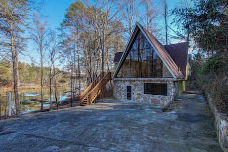 Lanier Laptime, Unconventional Lakefront Living - Gainesville