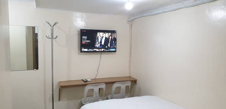 Solo Netflix AC Room Private CR Makati Ave Ayala