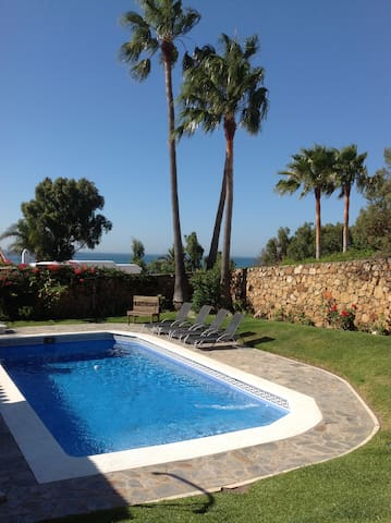Casita with pool and sea views Sotogrande/Duquesa.