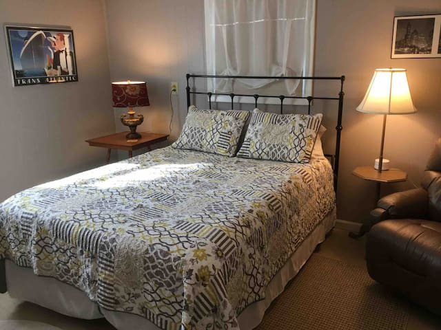 Bobeck Villa Ste 4 For Long Term Guests $650/month