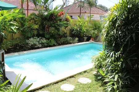 Jimbaran Bay Villa with 4 bedrooms - Kuta Selatan