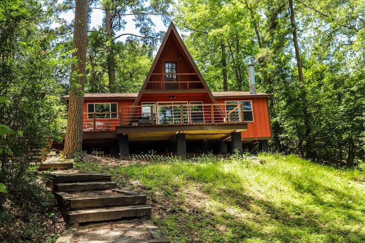 A Red House - Lakeview AFrame on Lake Livingston