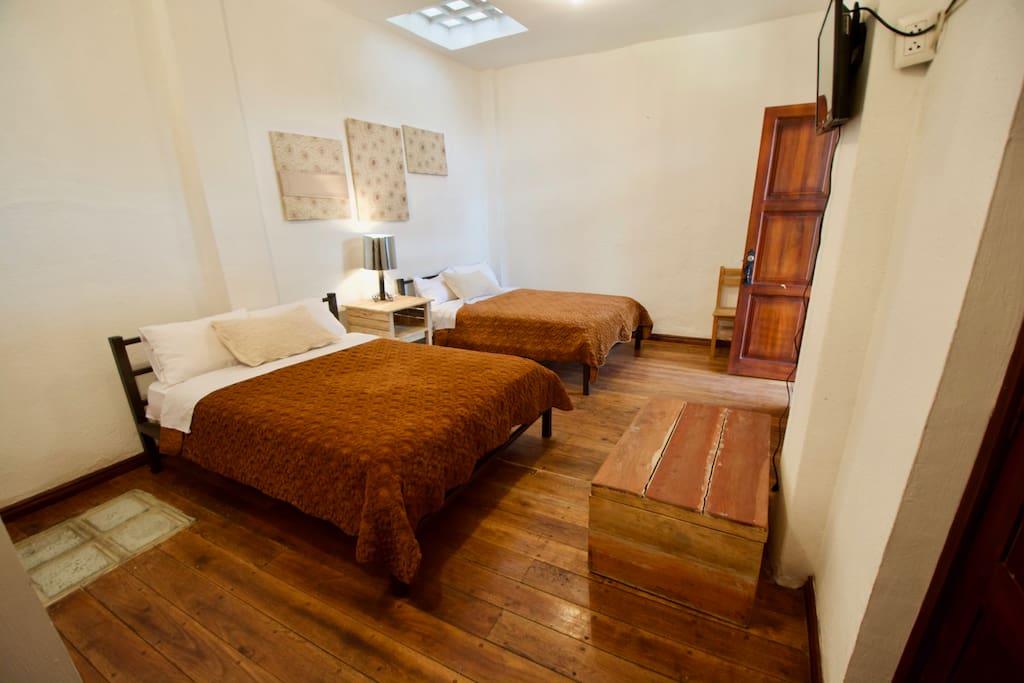 Priv. Room X 4 in Historic Area Breakfast/WiFi - Two double beds