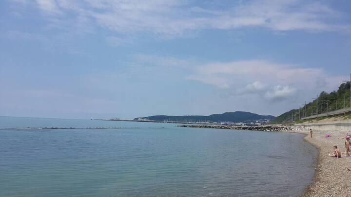 Коттедж с кондиционером. 5 мин пешком до моря.