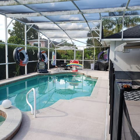 Poinciana Beauty. Private Pool, 4 bed/2bath