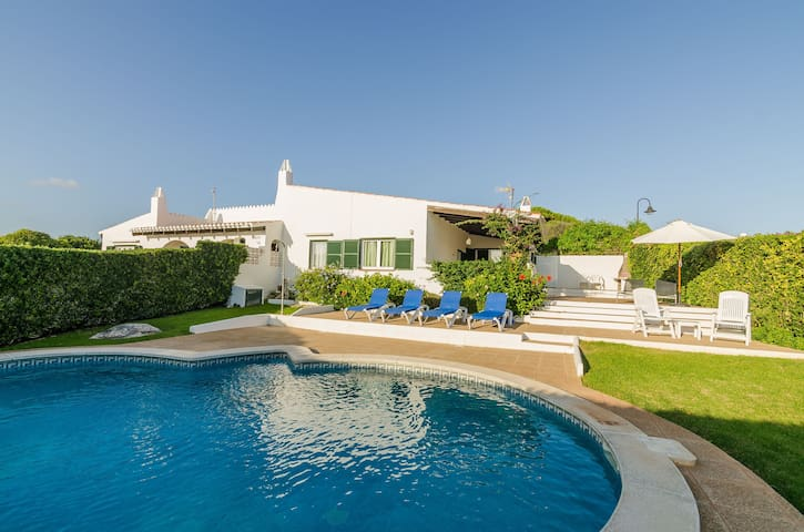 "Cosy Holiday Home ""Villa Caluma"" with Pool, Garden & Wi-Fi"