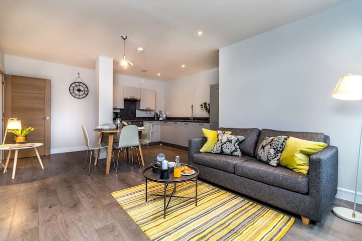 Amber- A List Apartment in the City