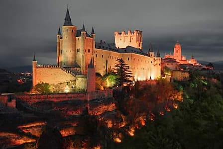 NUEVO APARTAMENTO CON ENCANTO EN CENTRO HISTORICO - Segovia