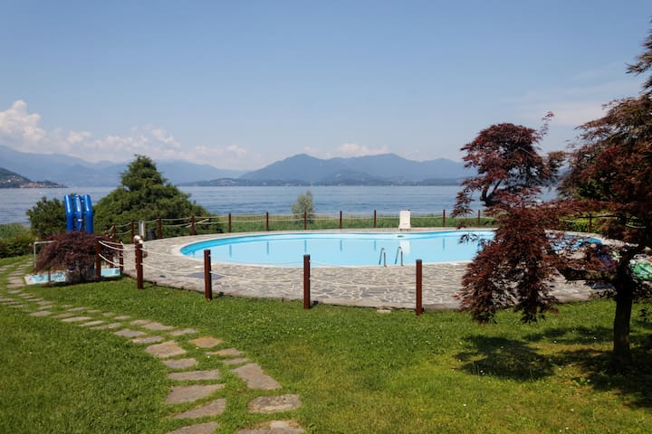 Lake Maggiore Villa & Pool 4 Family - Ranco - Huis