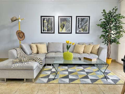 """""""Yellow"""" Cozy, Clean and Centrally Apartment"""
