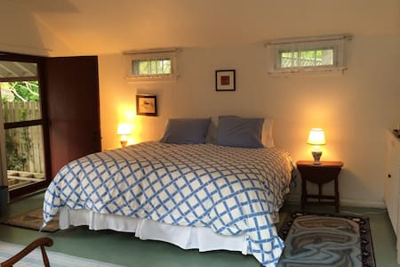 Charming One Room Guest Cottage - Nantucket - Bungalow