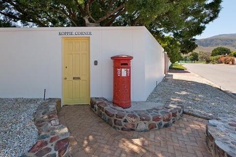 Cosy Garden cottage @ the Yellow door