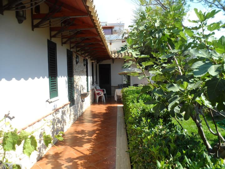 Villa Lucia - A double room in a green oasis