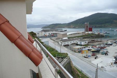 Atico frente al mar y la montaña - Cariño - 公寓