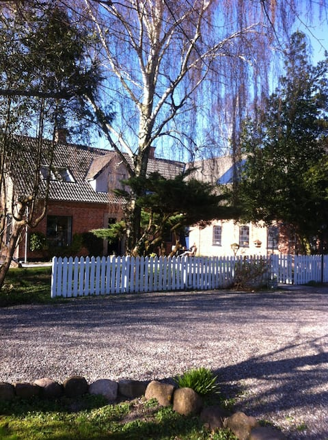 250m2 bright,charming country house