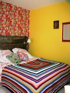 Chambre d'hôtes dans un pressoir - Saint-Hymer - Bed & Breakfast