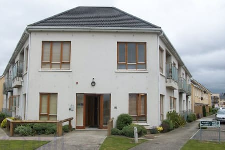 Cosy double bedroom and breakfast - Ongar Green, Clonee, Dublin 15 - Διαμέρισμα