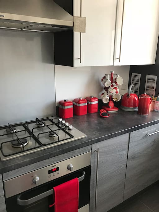 Shared kitchen. Gas hob with electric oven
