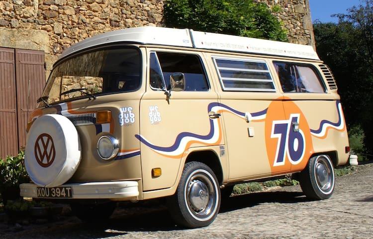 Classic VW 1970's Camper Van - Vilobi de Onyar. Girona - 캠핑카