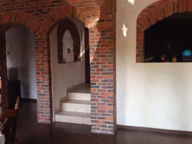Casa estilo Rustico y excelente ubicación 2