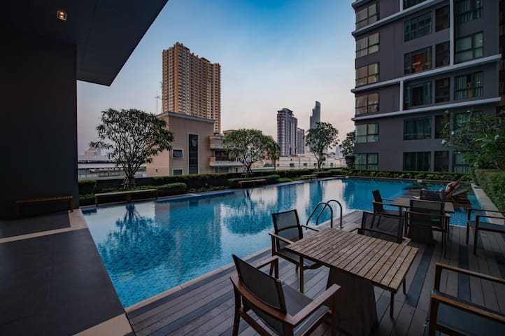1min to BTS skytrain, Wifi+Pool+Gym - Bangkok