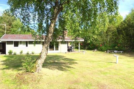 Sommerhus i naturskønne Helberskov - Hadsund