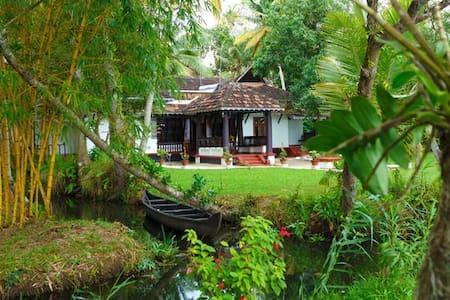 An Exquisite Piece of Land - Vembanad Homestay..! - Mannanchery - Гестхаус