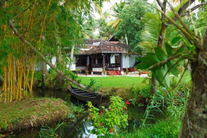 An Exquisite Piece of Land - Vembanad Homestay..!