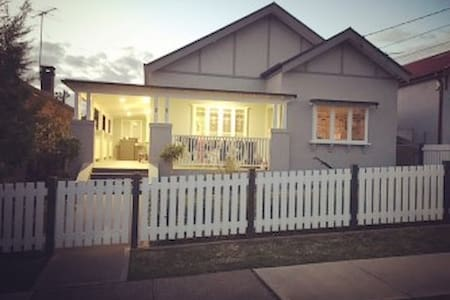 Cosy, cottage style house. - West Ryde