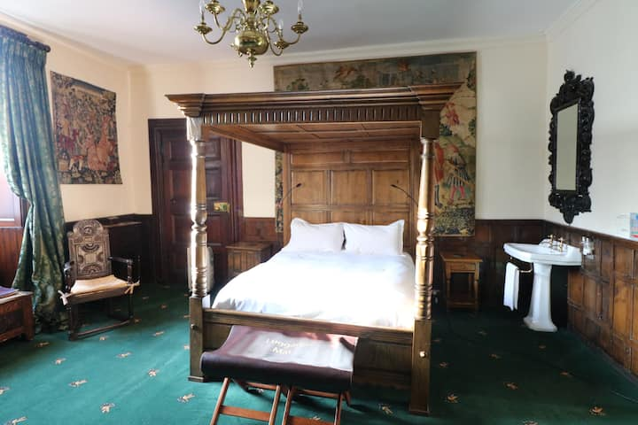 VIPONT BEDROOM AT APPLEBY CASTLE