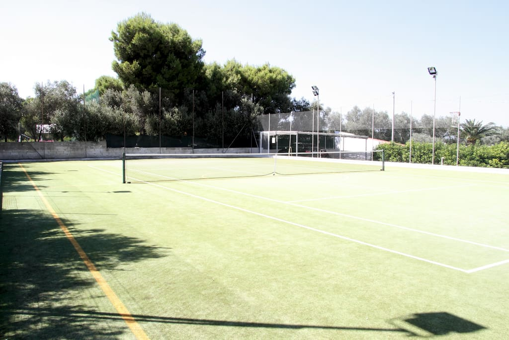 Campo da tennis e da calcio