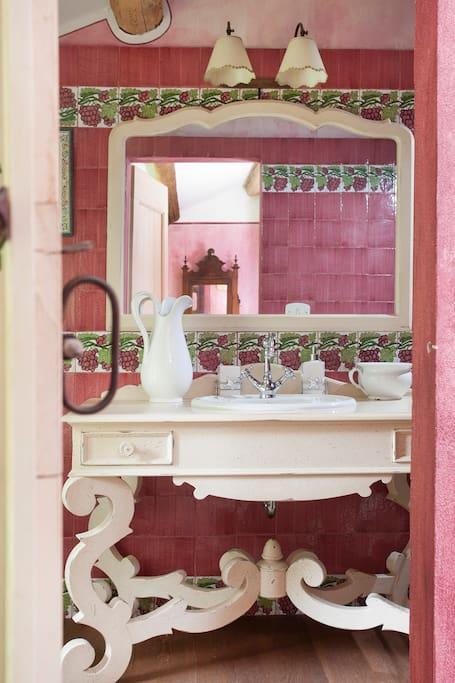bagno stanza rosa