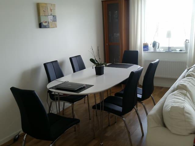 New apartment with sunny balcony - Sztokholm - Apartament