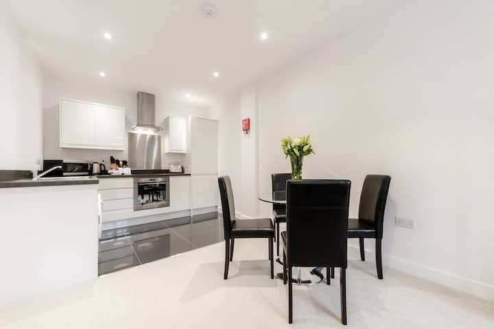 Luxury one bedroom serviced flat in Sutton - SM1