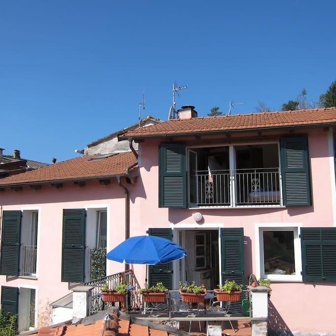 La casa rosa carrodano 5 terre case in affitto a for Costo della costruzione di una casa con 3 camere da letto