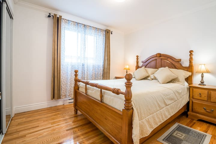 Bright Clean-10 min from Airport