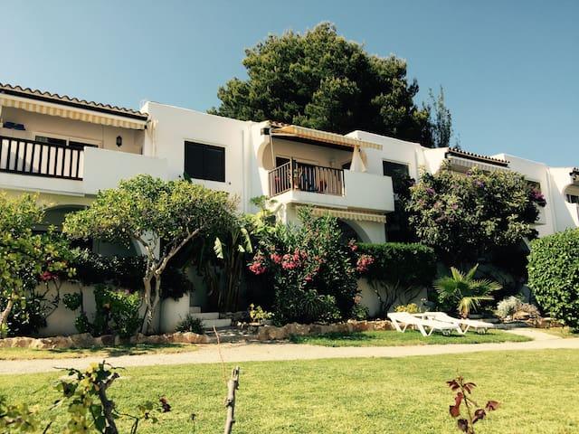 Casa estilo ibicenca con piscina - Santa Eulalia del Río - Huoneisto