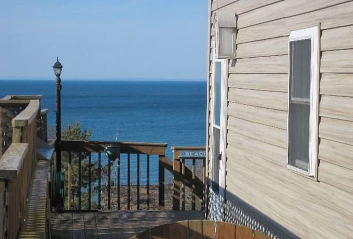 East End Retreat - Steps to Beach!! - Calverton - House