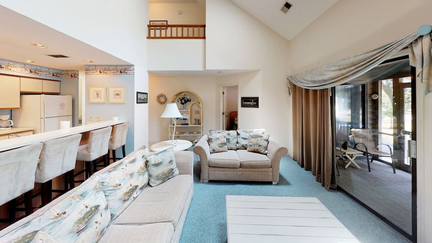 Delightful and Roomy Condo overlooking #8 Maples - Close to Pools!