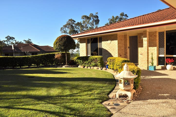 Private Flat - 5 mins to Theme Parks - Helensvale - Lakás