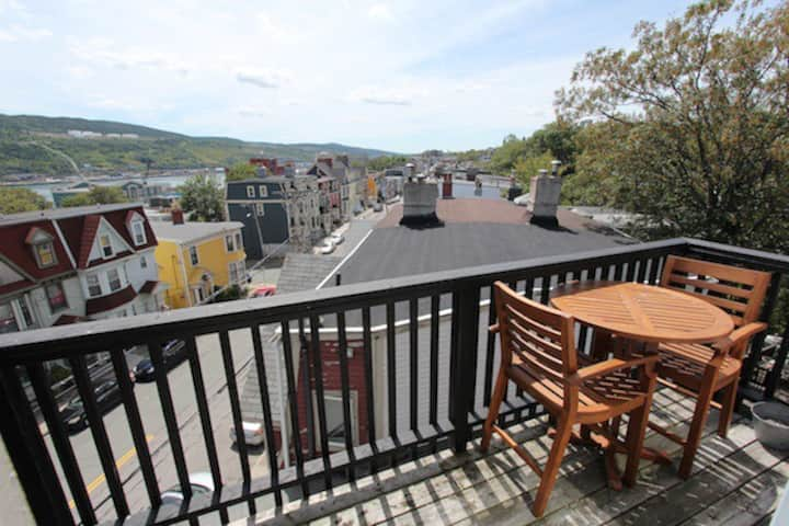 3 BEDROOM / 3 BATH HARBORGATE BALCONY CONDO